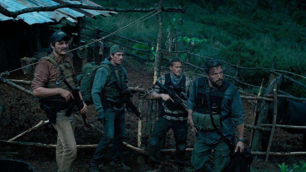 Foto: Pascal, Hedlund, Hunnam y Affleck en 'Triple Frontera'. (Netflix)
