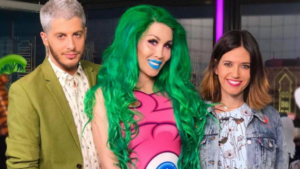 Foto: La Pelopony junto a los presentadores de 'Cazamariposas'. (Instagram)