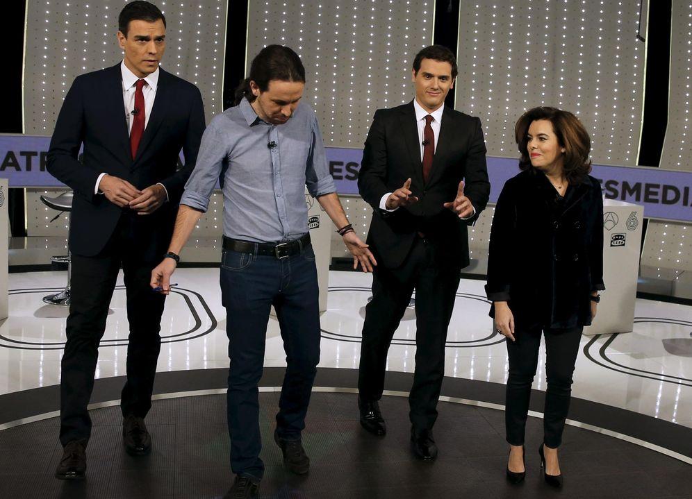 Foto: Pedro Sánchez, Pablo Iglesias, Albert Rivera y Soraya Sáenz de Santamaría, el pasado 7 de diciembre, minutos antes del comienzo del debate en Atresmedia. (Reuters)