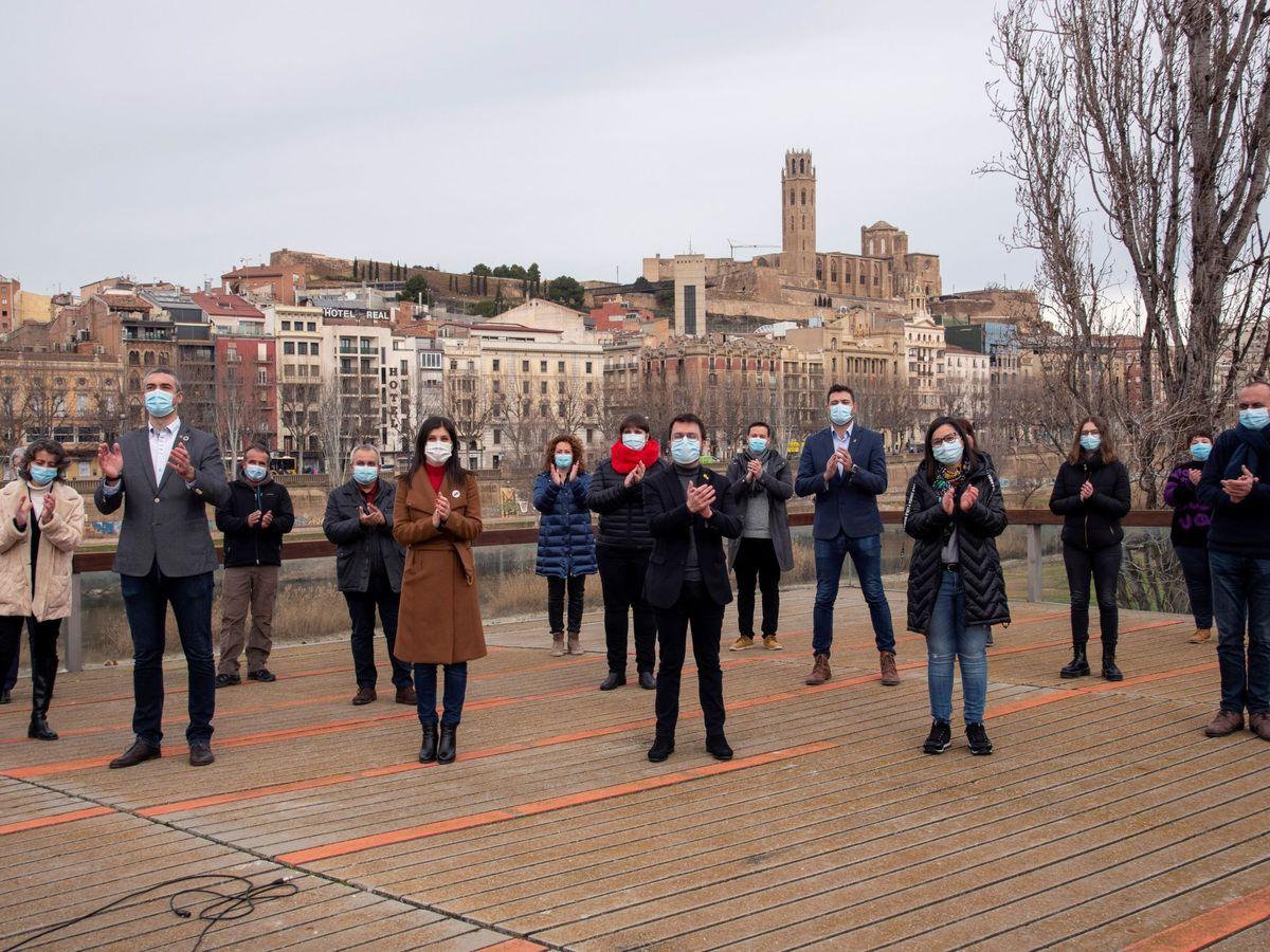 Foto:  El vicepresidente del Govern, Pere Aragonés (c); el conseller Bernat Solé (2i); la exconsellera Meritxell Serret (2d), y la cabeza de lista de ERC por Lleida, Marta Vilalta (3i), durante un acto preelectoral en Lleida este sábado. (EFE)