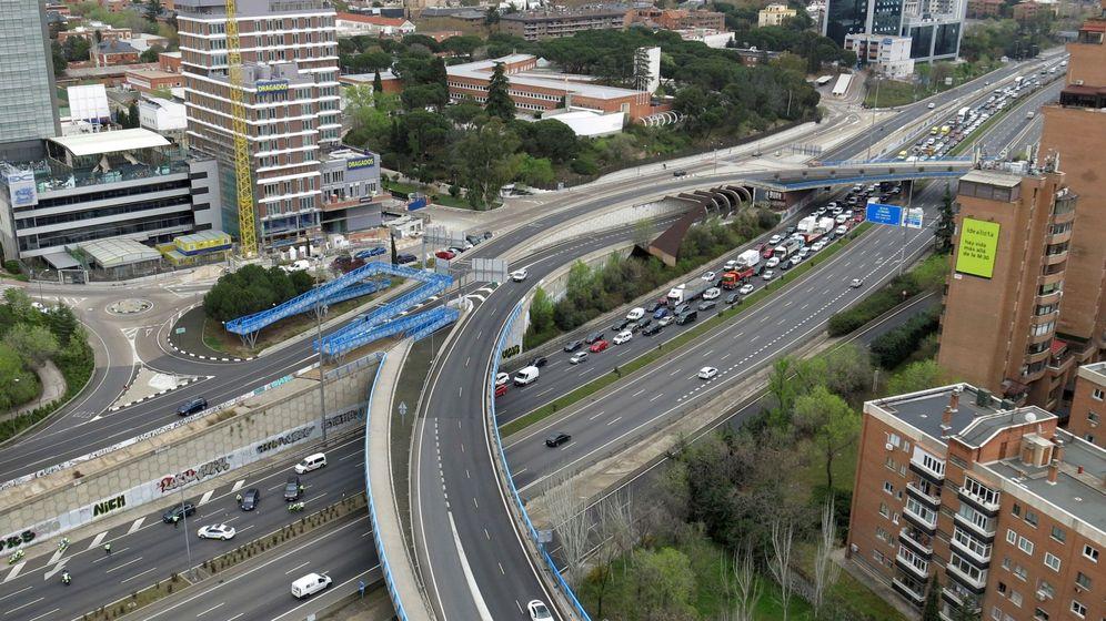 Foto: Un control policial en la M-30, en la salida de la A-1, en Madrid. (EFE)