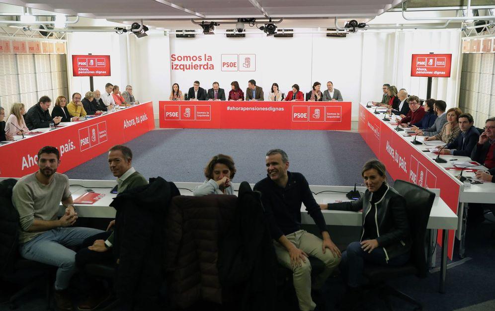 Foto: Pedro Sánchez encabeza la reunión de la primera ejecutiva federal del PSOE de 2018, este 8 de enero en Ferraz. (EFE)