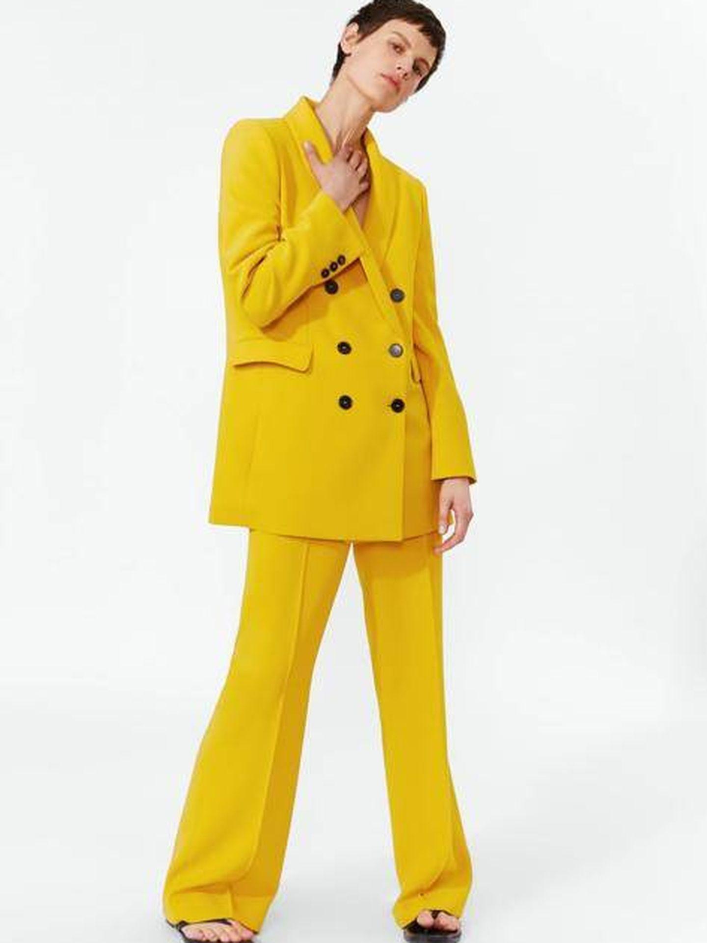El traje amarillo de Zara. (Cortesía)