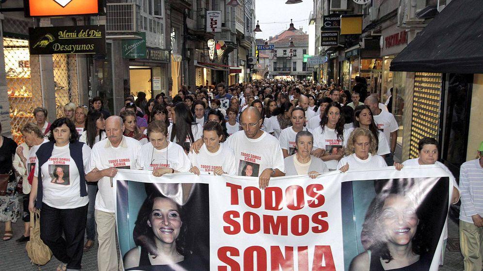 Foto: Vecinos del Campo da Torre, donde residia Sonia, durante una marcha como protesta. Foto: Efe