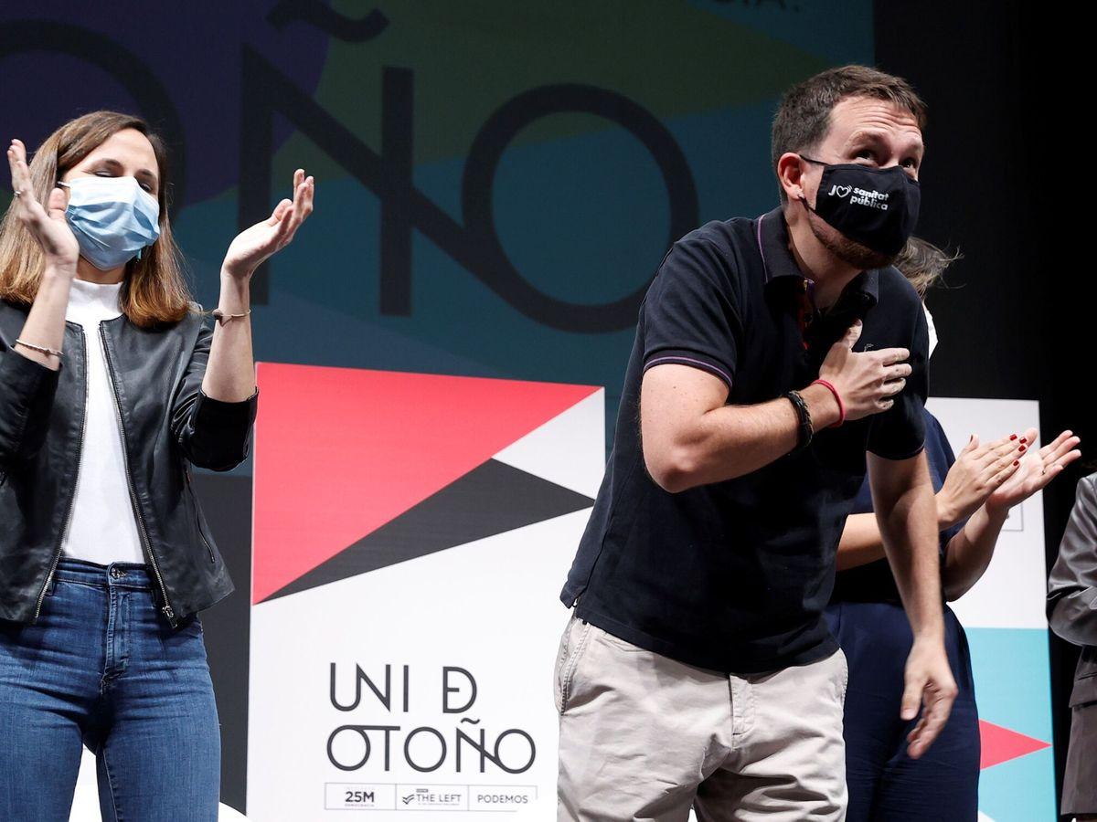 Foto: Ione Belarra y Pablo Iglesias, durante el acto. (EFE)