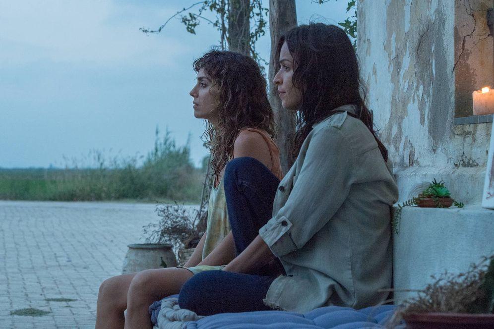 Foto: Irene Arcos y Verónica Sánchez, en una imagen de'El Embarcadero'. (Movistar  )
