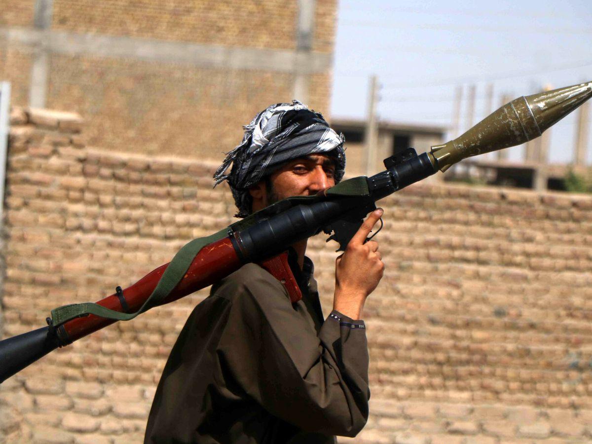 Foto: Un check-point de las fuerzas de seguridad armadas en Herat (EFE)