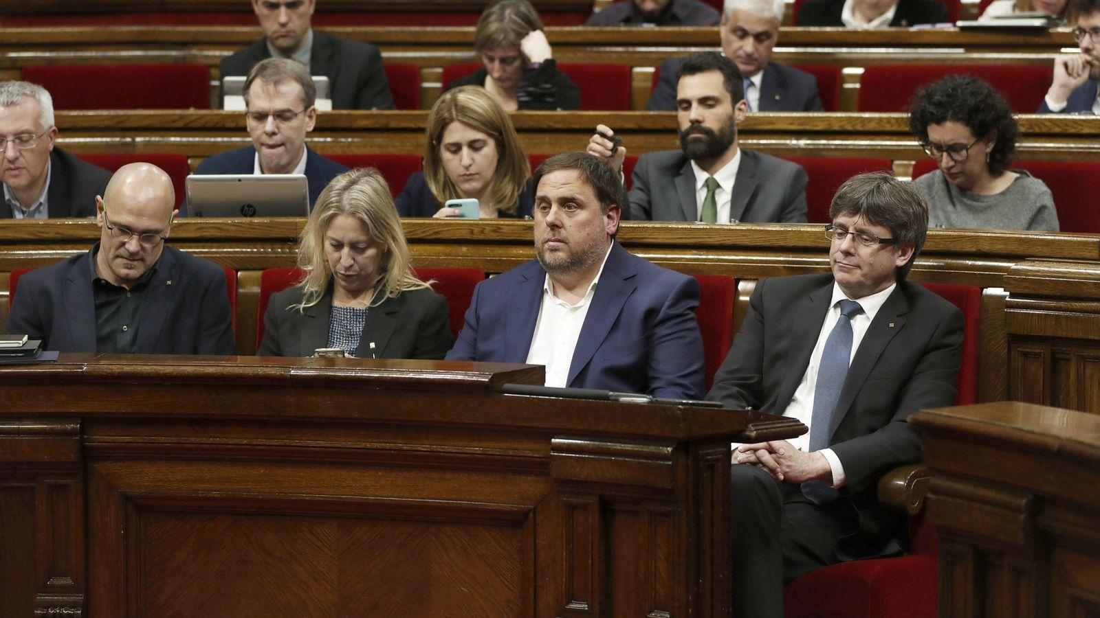 Foto: Miembros del Govern, entre ellos Raül Romeva. (EFE)