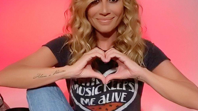 Marta, en una imagen de esta camapaña solidaria con su canción 'Un solo corazón'.