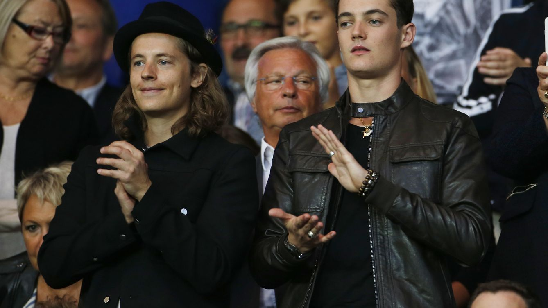 Foto: Pierre y Louis (derecha) Sarkozy en un partido del Paris Saint-Germain (Gtres)