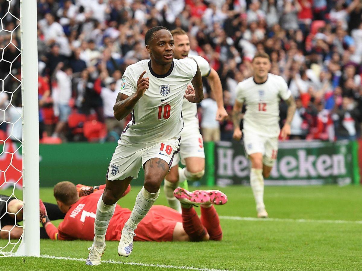 Foto: Sterling celebra el tanto que abre la lata (1-0). (EFE)