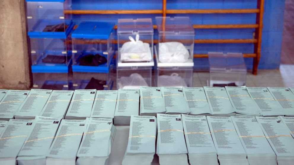 La maquinaria electoral sigue en marcha: el INE da ocho días para definir los colegios