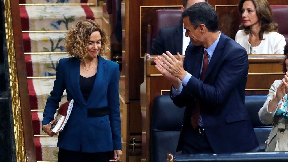 Foto: Pedro Sánchez aplaude a Meritxell Batet al ser elegida presidenta del Congreso. (EFE)