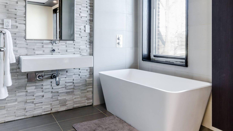 Tips para que un baño pequeño se vea más grande. (Chastity Cortijo para Unsplash)
