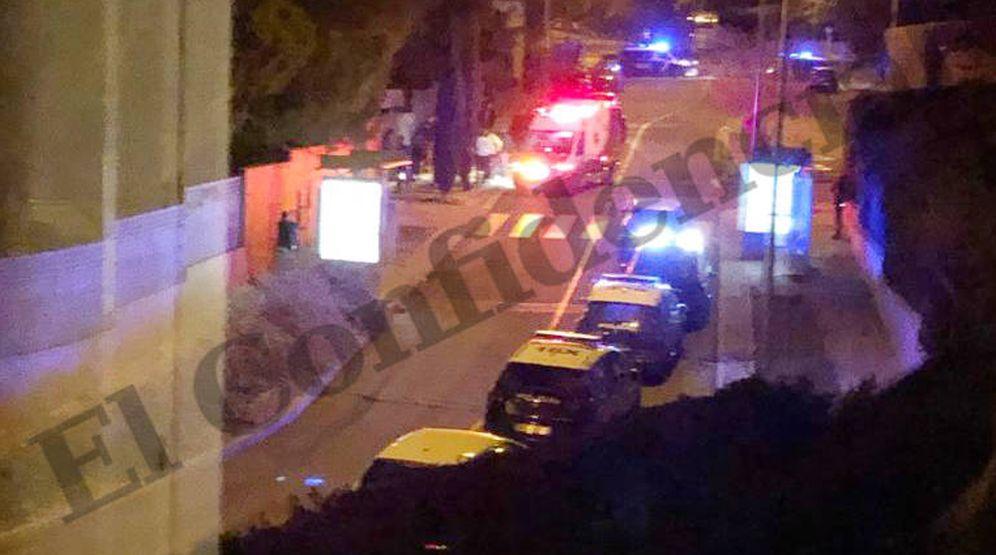 Foto: La calle se llenó de vehículos policiales tras salir los rehenes. (EC)
