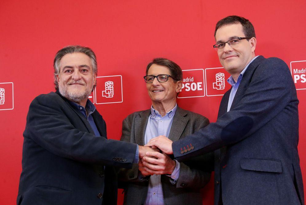 Foto: Pepu Hernández, Manuel de la Rocha y Chema Dávila, este 7 de marzo, jornada de debate de los tres candidatos en la sede del PSOE-M. (EFE)