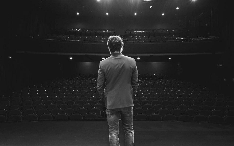 Foto: David Janer, en el teatro Marquina. (Foto: Vanitatis)