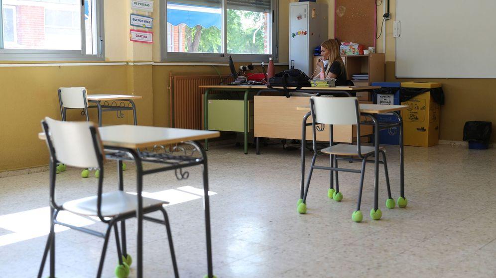 Foto: Una profesora da clase por videoconferencia. (EFE)