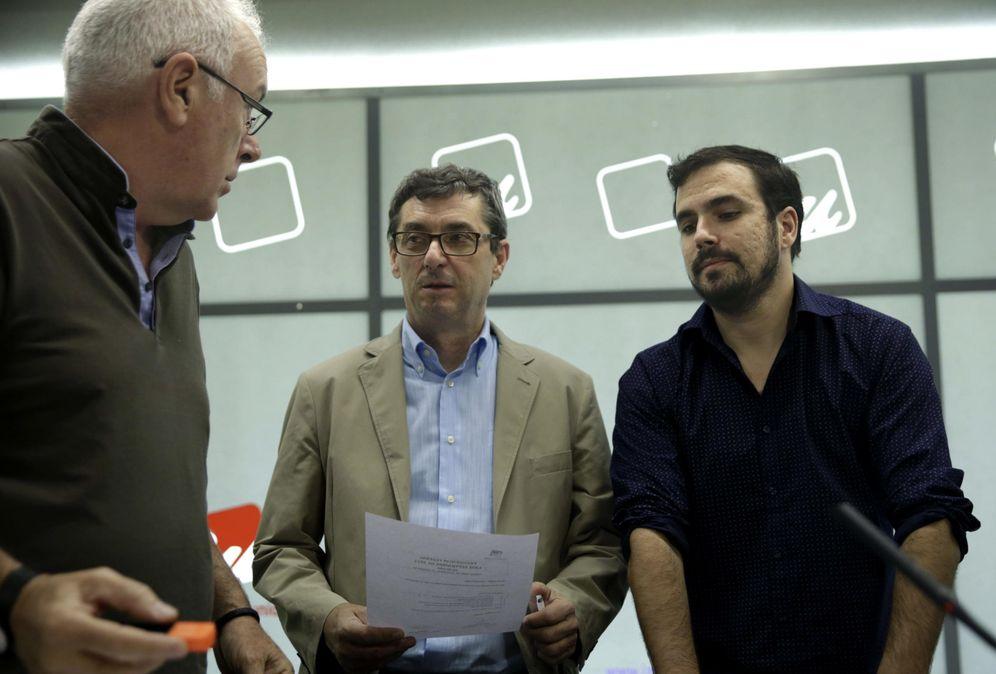 Foto: Cayo Lara, con José Luis Centella y Alberto Garzón, el pasado 13 de septiembre en una reunión de la presidencia ejecutiva federal de IU. (EFE)