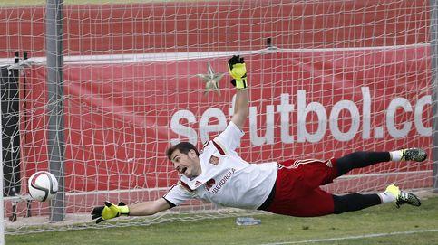 Continúan los 'empujones' a Casillas para verlo fuera del Madrid, pero él no se inmuta