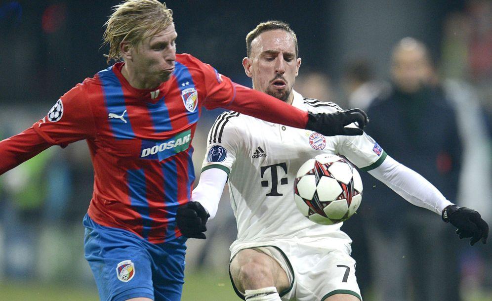 Foto: En la imagen, junto a Ribery, Frantisek Rajtoral. (EFE)