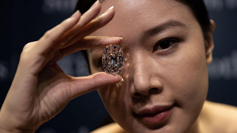 El diamante 'extremadamente raro' que subastará Sotheby's en Hong Kong el próximo 5 de octubre. (EFE)