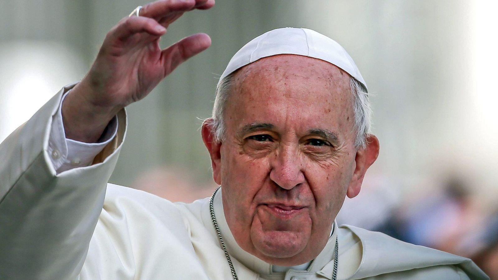 """Foto: El papa francisco publica su exhortaciÓn apostÓlica """"amoris laetitia"""""""