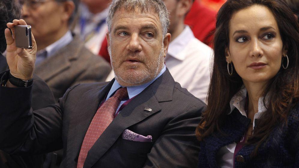 Foto: Idan Ofer, junto a su esposa Batia Ofer, en una exposición en Ginebra. (Reuters)