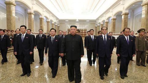 Kim Jong-un reaparece en público para rendir un tributo a su abuelo