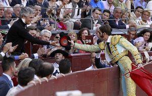 Juan José Padilla brinda un toro a Adolfo Suárez Illana en su primera aparición pública tras ser operado de cáncer