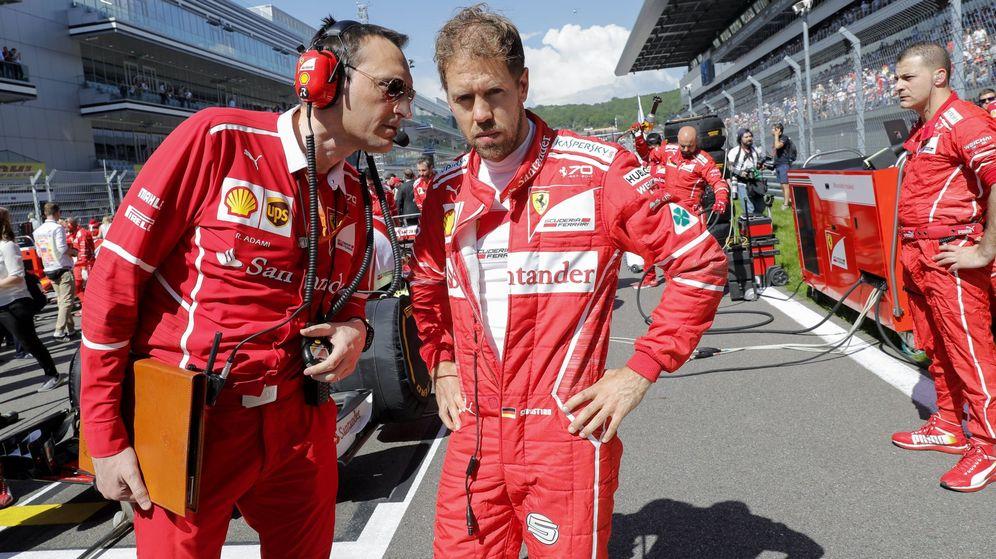 Foto: Vettel, en la parrilla antes del GP de Rusia. (EFE)