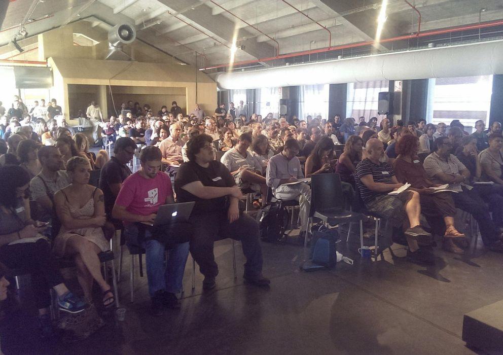Foto: Una asamblea de Ganemos Madrid en agosto. (Efe)