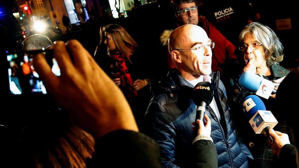 Foto: Unas 400 personas boicotean un acto de vox en barcelona