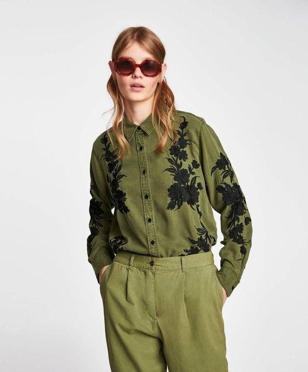 Foto: Camisa de Zara que ha llevado Sara Carbonero. (Web de la firma)
