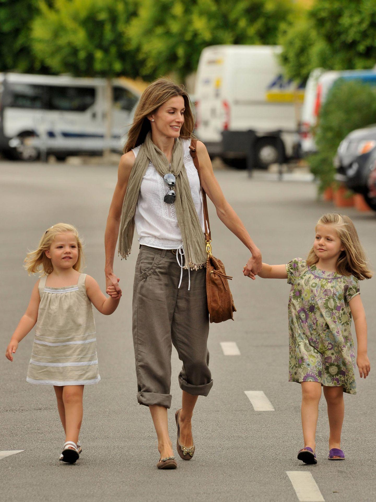 La reina Letizia, entonces Princesa de Asturias, con sus hijas. (Getty)