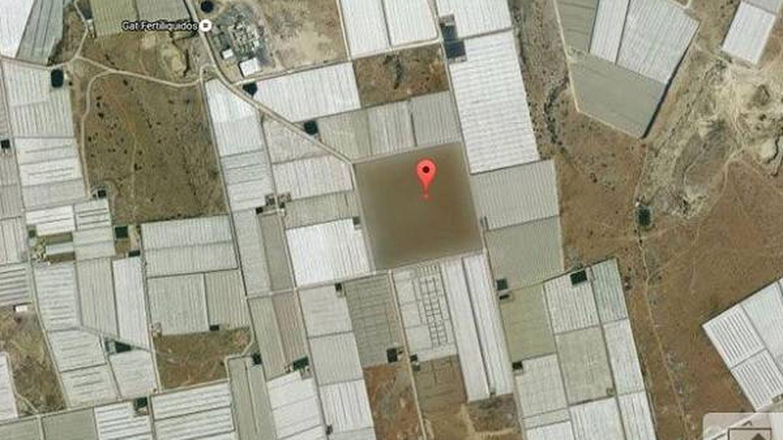 Es difícil encontrarlo entre tanto invernadero. (Google Maps)