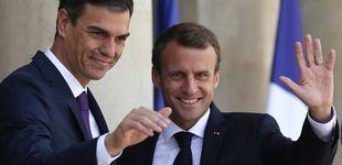 Post de Emmanuel Macron y Pedro Sánchez, duelo de estilo masculino en París