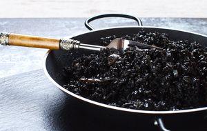 Un clásico entre los clásicos: arroz negro con chipirones