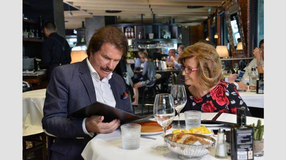 Foto: María Teresa Campos y Bigote salen a cenar.