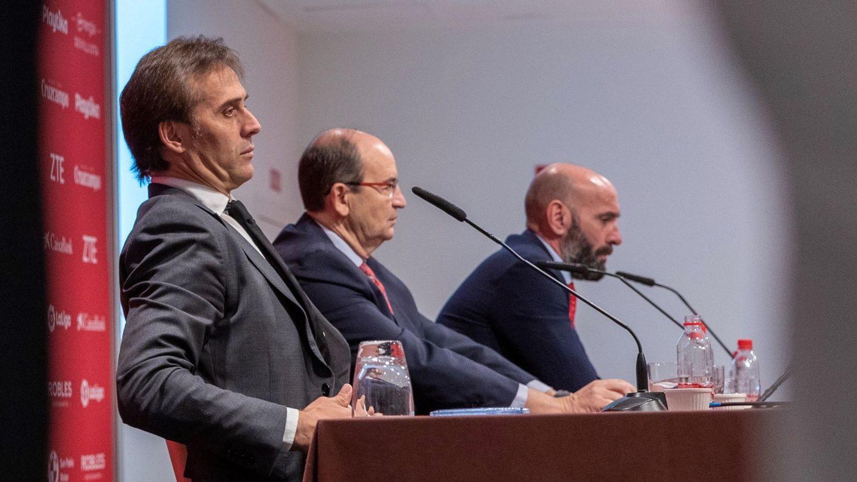 José Castro, Monchi y Lopetegui durante la presentación de éste. (EFE)