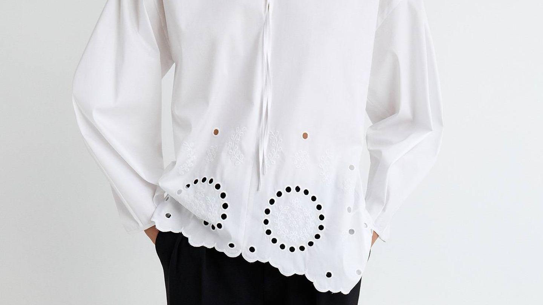 Blusa blanca de Sfera. (Cortesía)