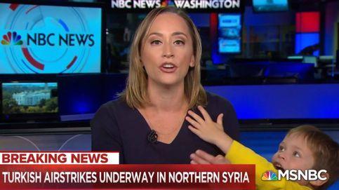 Un espontáneo interrumpe a una presentadora de la NBC en pleno directo