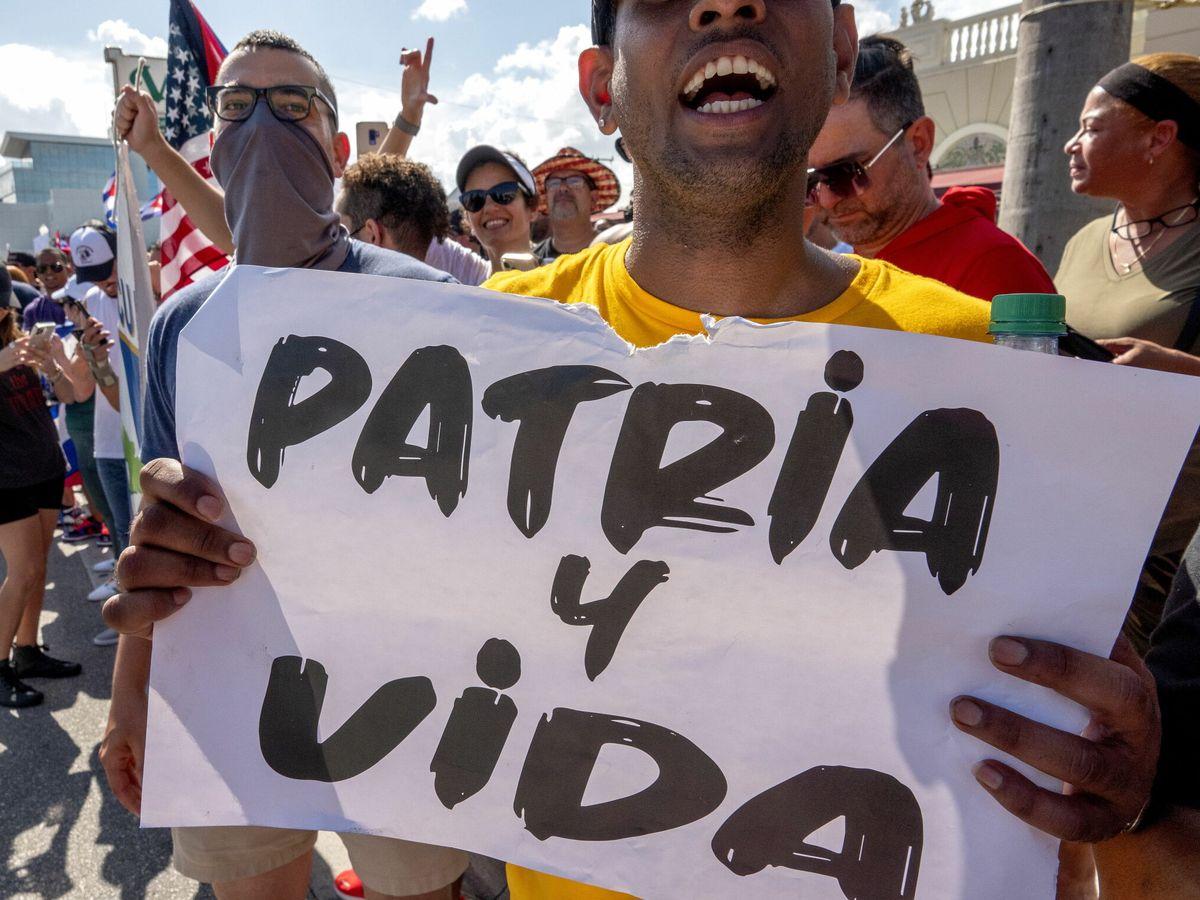 Foto: Cubano-americanos asisten a una manifestación de apoyo a los manifestantes en Cuba. (EFE)