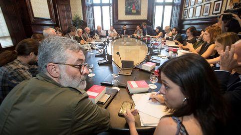 Bronca en el Parlament entre ERC y JxCAT por la suspensión de Puigdemont