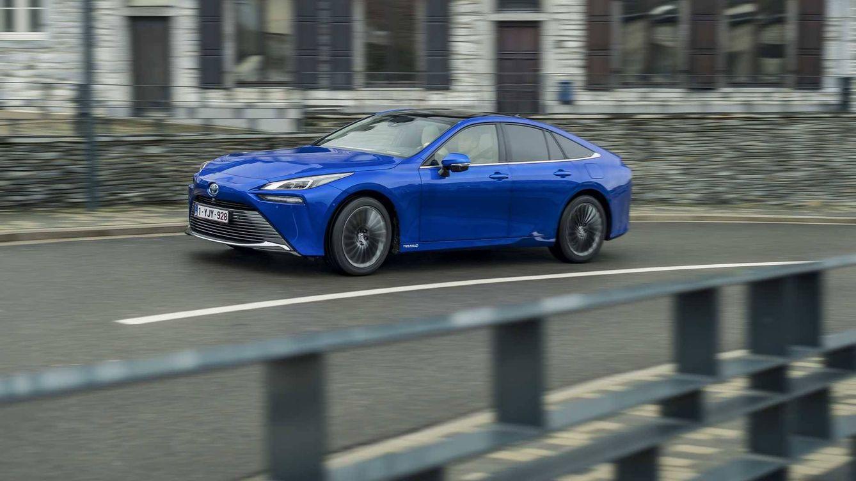 Al volante del Toyota Mirai, el coche de hidrógeno del futuro