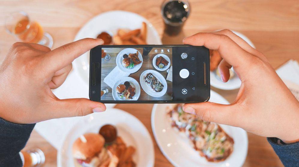 Foto: No basta con tirar una foto y subirla, los verdaderos foodies aplican estos trucos. (Unsplash)
