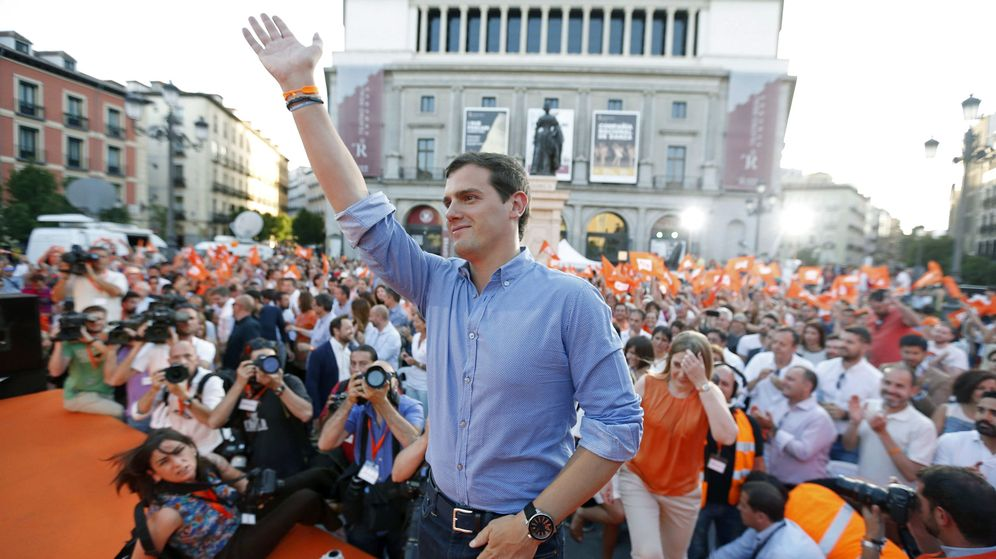 Foto: El candidato a la presidencia del gobierno por Ciudadanos, Albert Rivera, durante el acto de cierre de campaña que la formación naranja. (EFE)