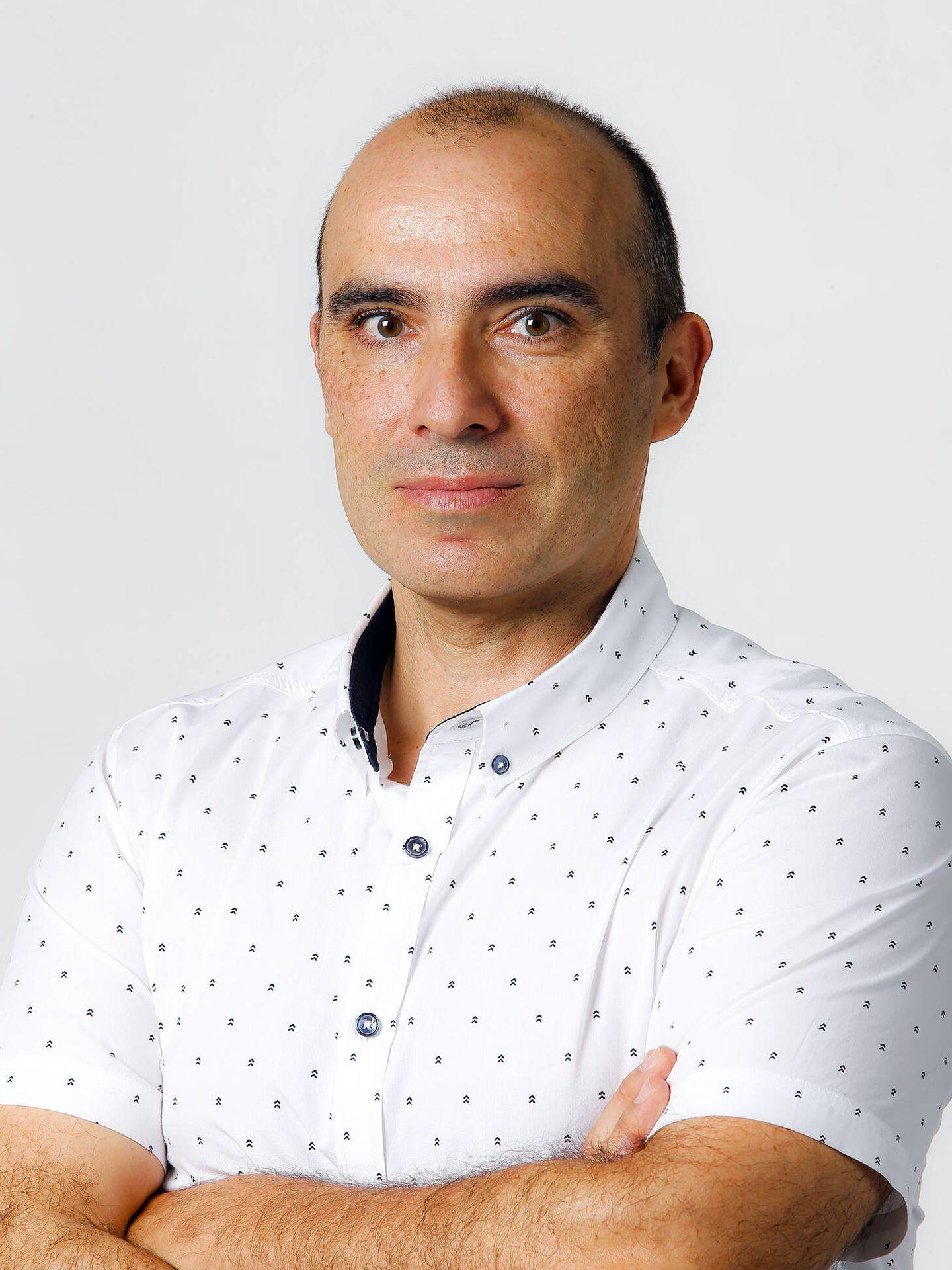 Juan Pedro de la Torre, autor del libro, es uno de los periodistas que mejor conocen el sector del motor, y reconocido experto del mundo de las dos ruedas.