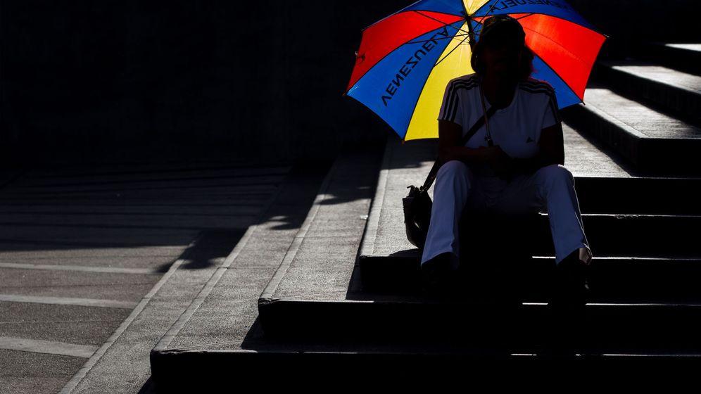 Foto: Un grupo de artistas, acompañados de cientos de personas, participan en una manifestación en contra del Gobierno de Venezuela. (EFE)