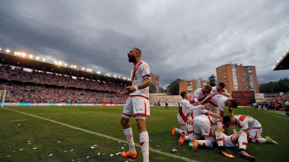 Foto: Rayo Vallecano - Lugo, victoria para los de Madrid con la que sellan su ascenso a Primera División | EFE